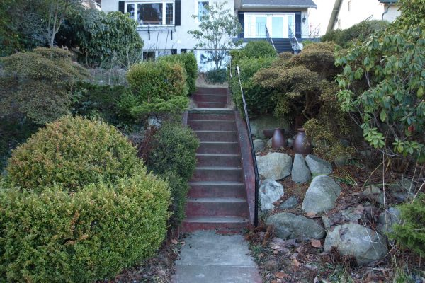 Steep front garden design Vancouver British Columbia flagstone hardscape drystack walls